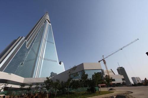 Bí ẩn khách sạn chưa từng đón khách ở Triều Tiên - ảnh 1