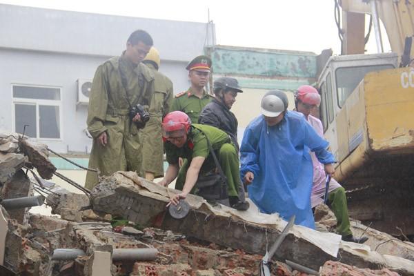 Sập tòa nhà đang phá dở, ít nhất 2 người thiệt mạng - ảnh 2