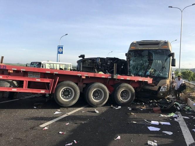 Tin mới vụ ô tô đâm nhau kinh hoàng trên cao tốc Long Thành - ảnh 1