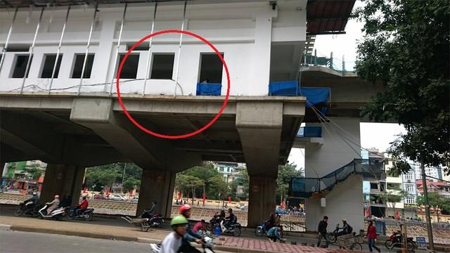 Người đàn ông nghi rơi từ nhà ga đường sắt trên cao - ảnh 1