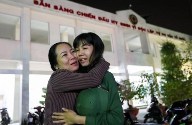Đêm trước ngày lên đường ngập ngũ của nữ sinh Sài Gòn - ảnh 12