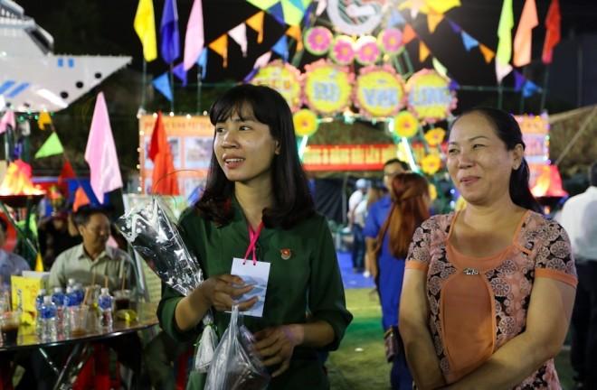 Đêm trước ngày lên đường ngập ngũ của nữ sinh Sài Gòn - ảnh 1