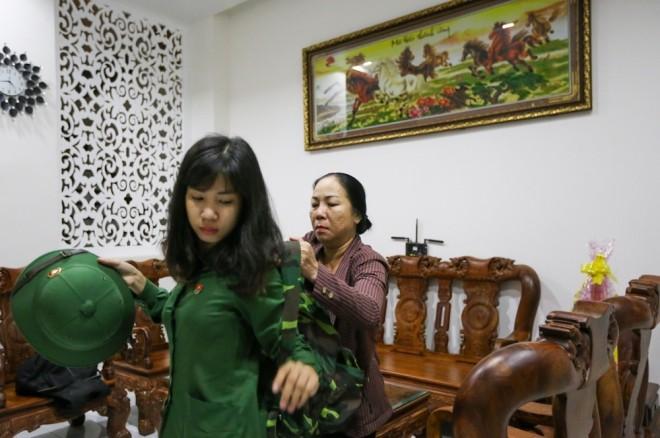 Đêm trước ngày lên đường ngập ngũ của nữ sinh Sài Gòn - ảnh 9
