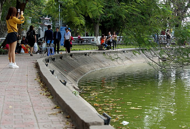 Diện mạo Hồ Hoàn Kiếm trước khi có thông tin nạo vét  - ảnh 6