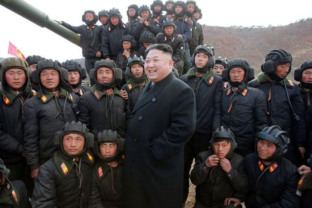 Ông Kim Jong-un ca ngợi sức mạnh của xe tăng Triều Tiên - ảnh 1