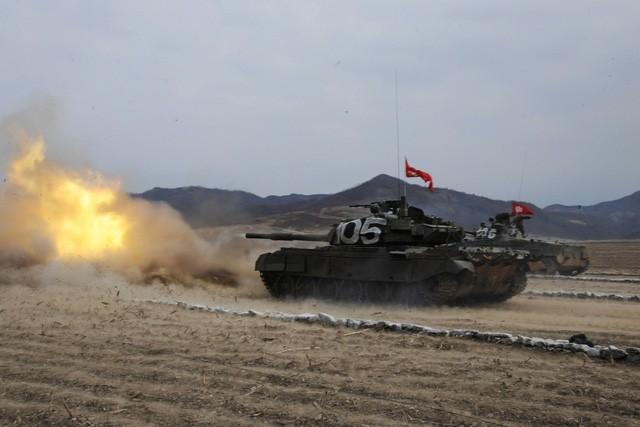 Ông Kim Jong-un ca ngợi sức mạnh của xe tăng Triều Tiên - ảnh 5