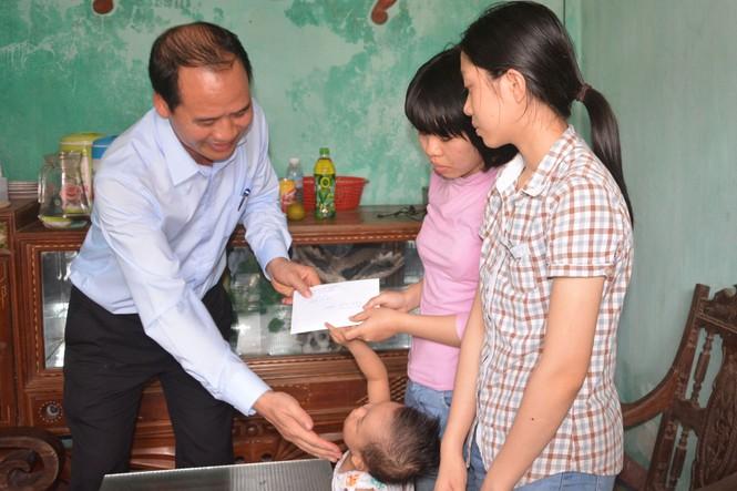 Trao quà của Thủ tướng tới chị em hiến tạng mẹ cho y học - ảnh 1