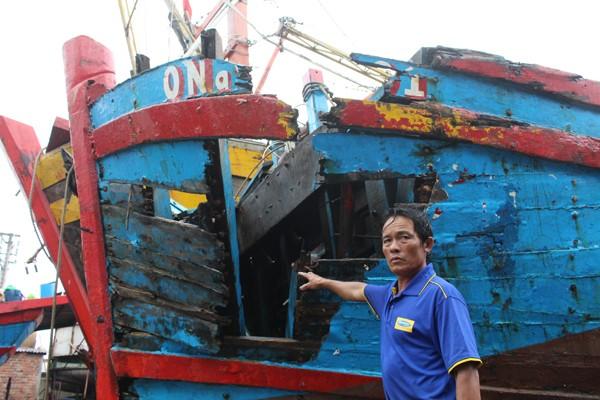 Lạnh người hình ảnh tàu cá nát bươm vì bị đâm chìm - ảnh 4