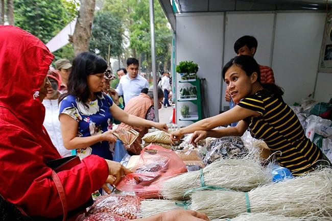 Hơn 300 gian hàng tham gia hội chợ nông sản   - ảnh 9