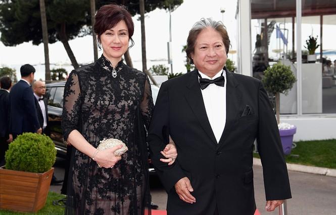 Sao võ thuật Hồng Kim Bảo sánh đôi vợ ở Cannes - ảnh 2