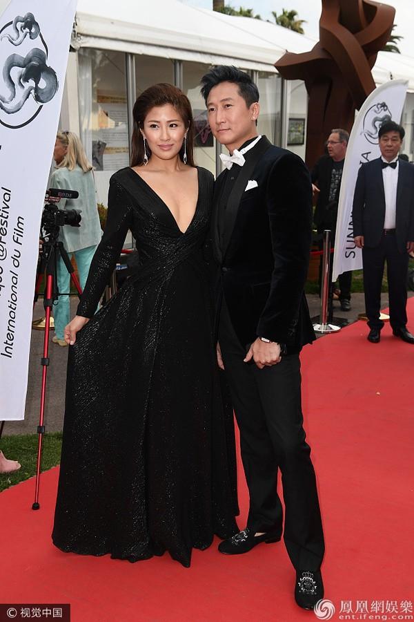 Sao võ thuật Hồng Kim Bảo sánh đôi vợ ở Cannes - ảnh 3