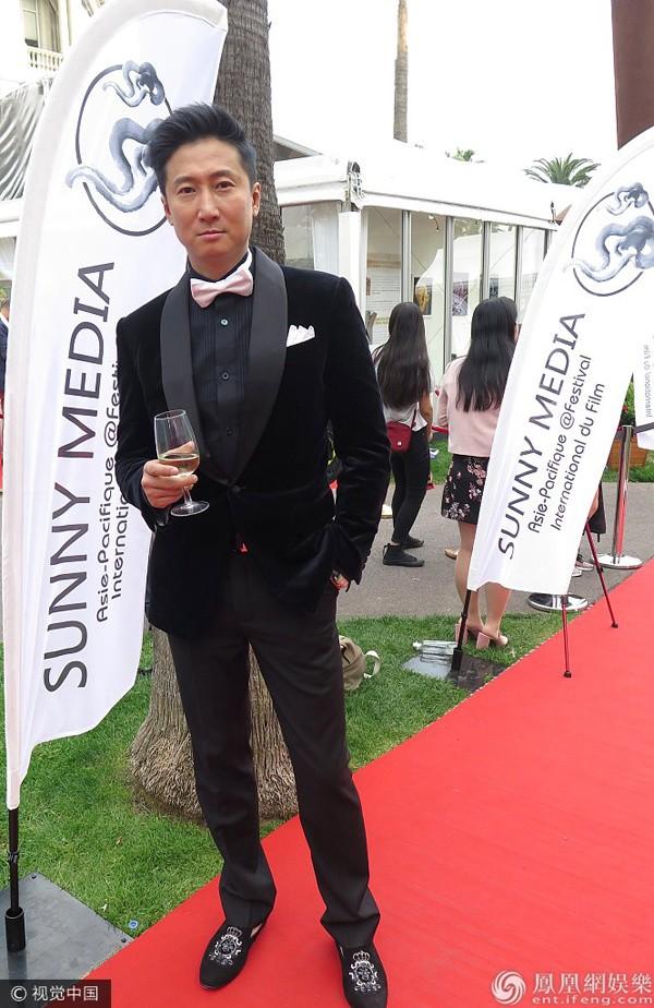 Sao võ thuật Hồng Kim Bảo sánh đôi vợ ở Cannes - ảnh 5