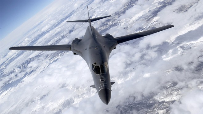 Máy bay ném bom B-1B Mỹ tập trận trên Bán đảo Triều Tiên - ảnh 1