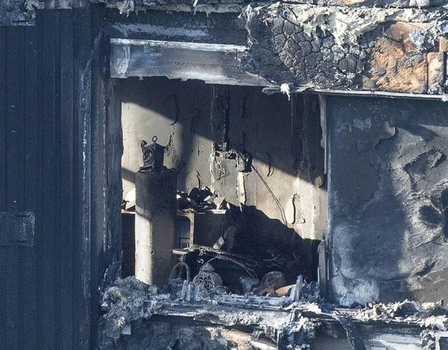 Bên trong căn hộ chung cư 24 tầng bị hỏa hoạn ở London - ảnh 10