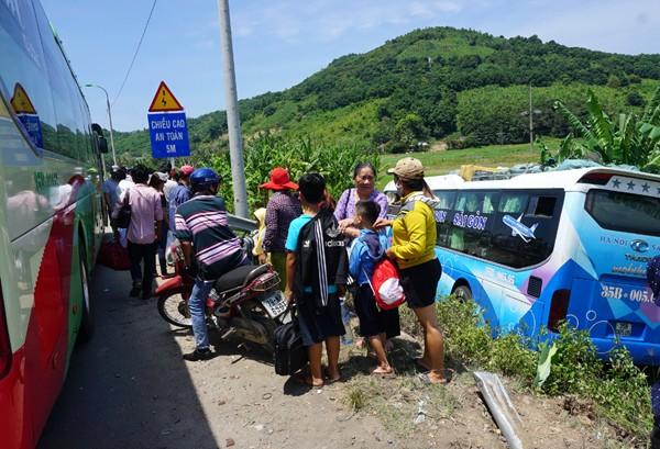 Xe khách chở hàng chục người gây tai nạn liên hoàn, tài xế tử vong - ảnh 4