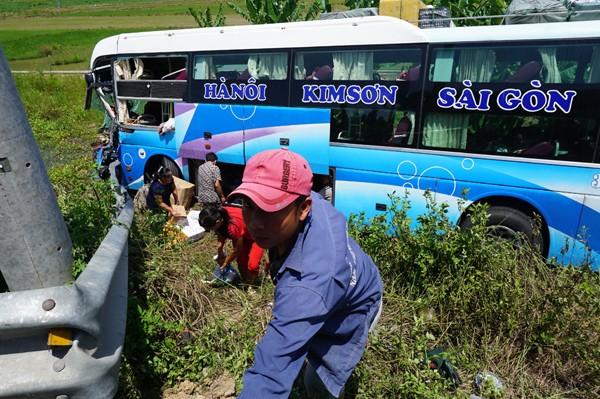 Xe khách chở hàng chục người gây tai nạn liên hoàn, tài xế tử vong - ảnh 3