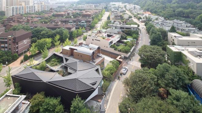 Khu vườn mênh mông giữa nhà của đại gia xứ Hàn - ảnh 1