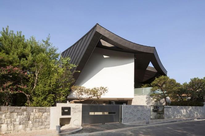 Khu vườn mênh mông giữa nhà của đại gia xứ Hàn - ảnh 3