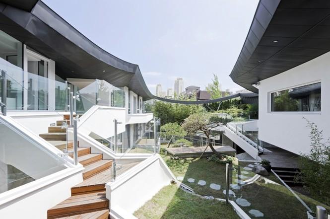 Khu vườn mênh mông giữa nhà của đại gia xứ Hàn - ảnh 5