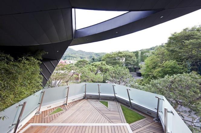 Khu vườn mênh mông giữa nhà của đại gia xứ Hàn - ảnh 7