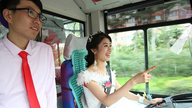 Cô dâu Trung Quốc lái xe buýt đi 'đón rể' - ảnh 1