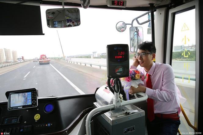 Cô dâu Trung Quốc lái xe buýt đi 'đón rể' - ảnh 2