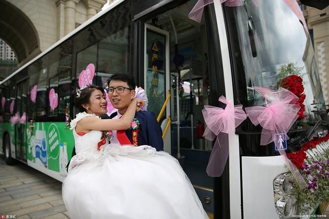 Cô dâu Trung Quốc lái xe buýt đi 'đón rể' - ảnh 3