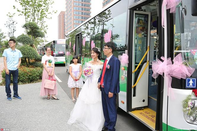 Cô dâu Trung Quốc lái xe buýt đi 'đón rể' - ảnh 5