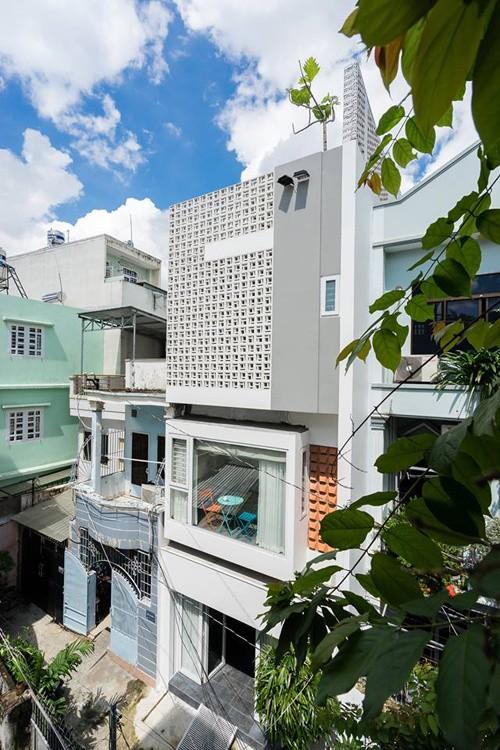 Nhà ống Sài Gòn đẹp nhờ góc giếng trời - ảnh 1