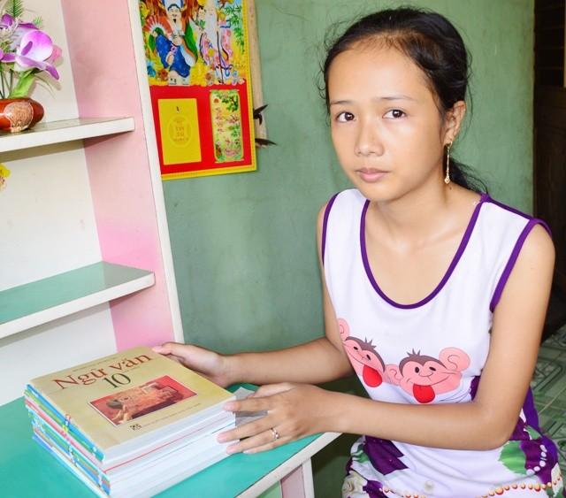 Nữ sinh mồ côi bỏ thi lớp 10 để đi làm kiếm tiền nuôi em - ảnh 1