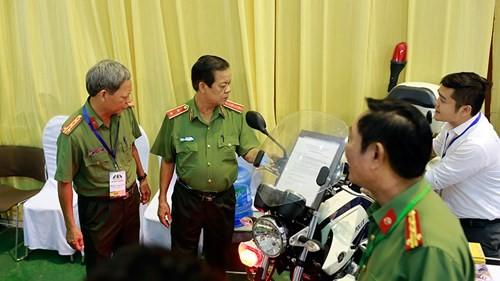 'Mục sở thị' hàng loạt khí tài của an ninh các nước ở Hà Nội - ảnh 1