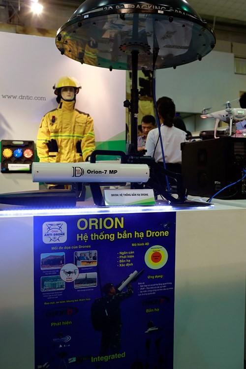'Mục sở thị' hàng loạt khí tài của an ninh các nước ở Hà Nội - ảnh 5