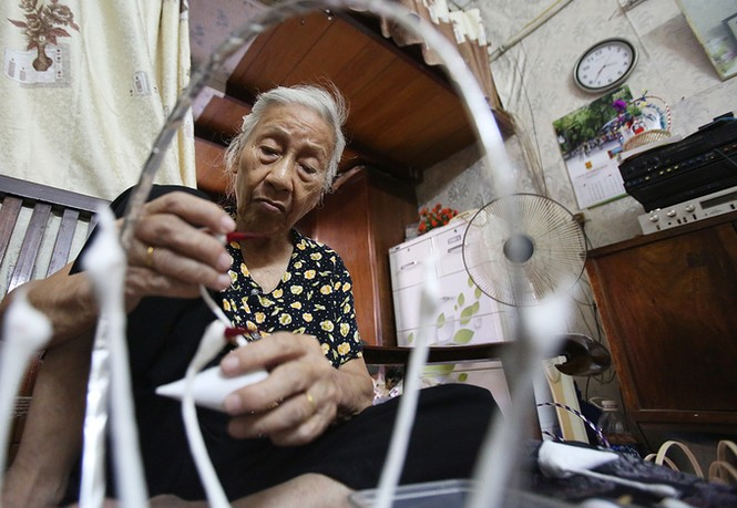 Người phụ nữ hơn 70 năm làm thiên nga bông ở Hà Nội - ảnh 3