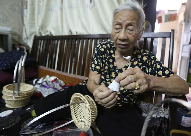 Người phụ nữ hơn 70 năm làm thiên nga bông ở Hà Nội - ảnh 5