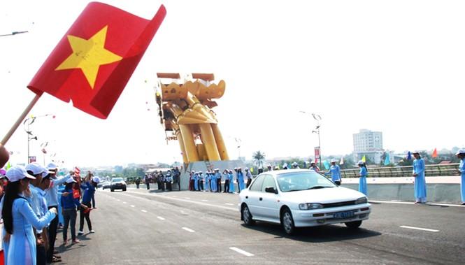 'Rồng thép' lớn nhất thế giới ở Đà Nẵng phun lửa - ảnh 3