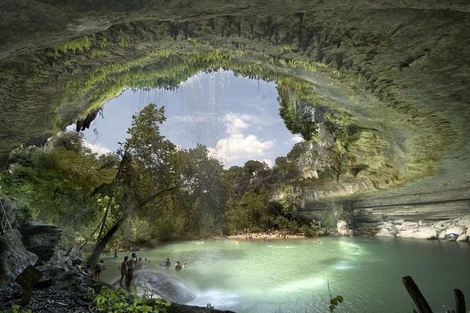 Hồ nước đẹp lung linh dưới mỏm đá - ảnh 8