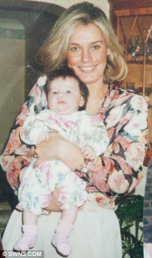 Florence ngày thơ bé được mẹ Lisa bế trên tay