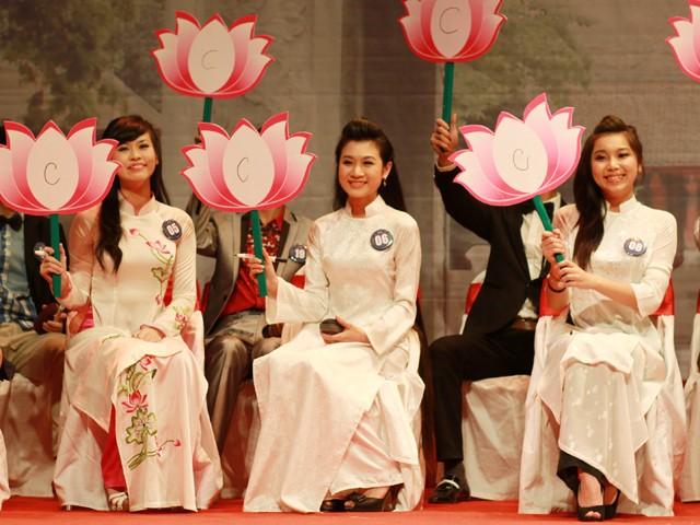 Hoa khôi Tràng An khoe tài tiếng Trung - ảnh 3