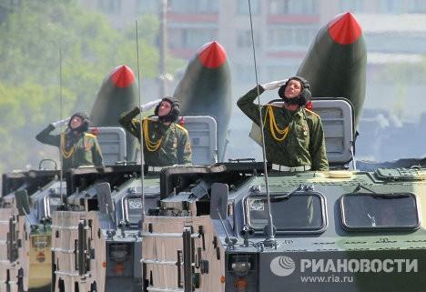 Xe tăng tham gia diễu hành thuộc lực lượng quân đội Belarus