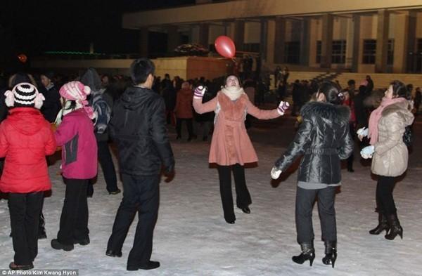 Người dân thủ đô Bình Nhưỡng vui chơi trong đêm chào Năm mới