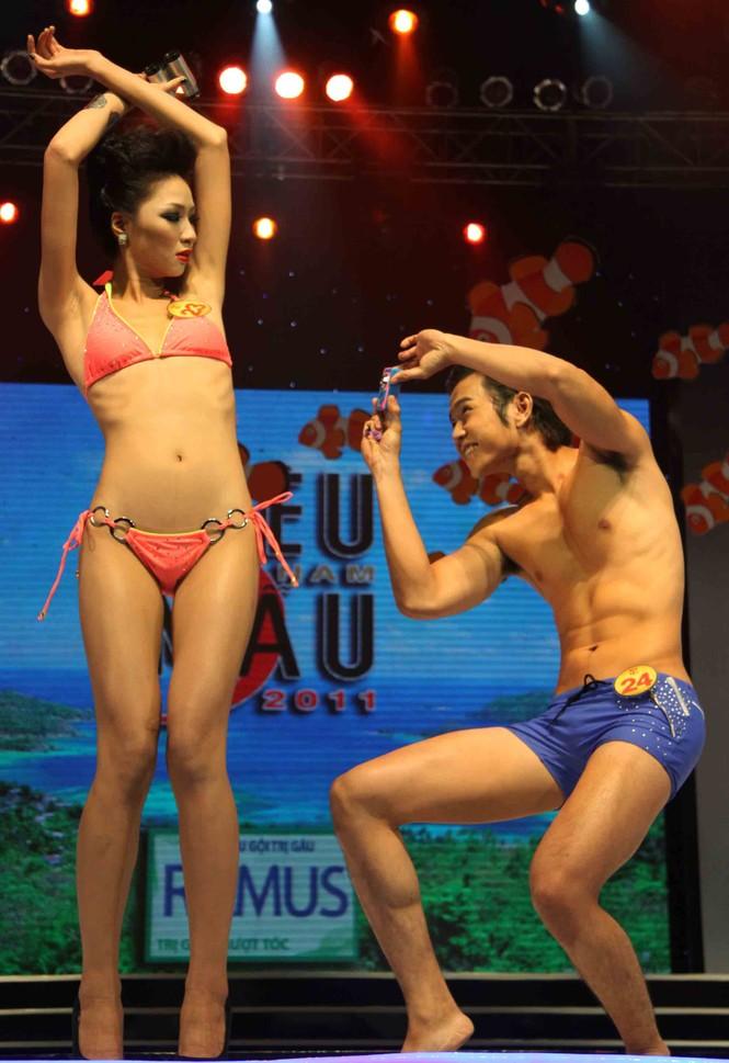 Trình diễn Bikini nóng bỏng đêm chung kết Siêu mẫu 2011 - ảnh 8