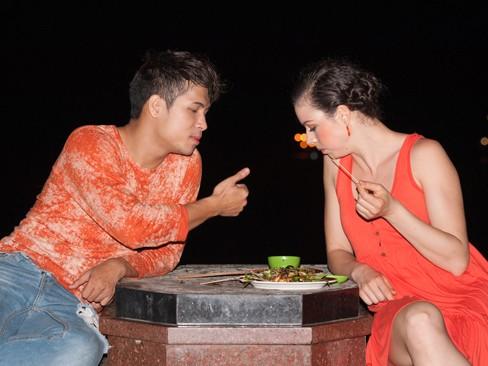 Cuối tuần qua, nam diễn viên và bạn nhảy Ina có mặt ở thành phố Vũng Tàu để tham dự đêm mở màn của Bước nhảy hoàn vũ 2013