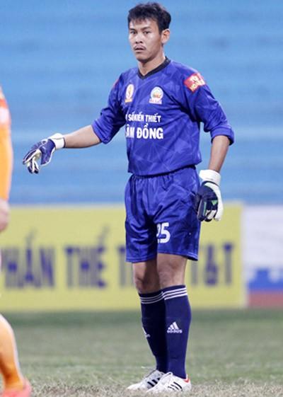 Chàng thủ môn... không biết chữ của bóng đá Việt - ảnh 1