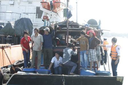 Quảng Nam: 11 ngư dân gặp nạn trở về an toàn - ảnh 4