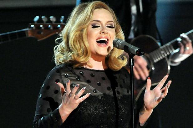 Adele trình diễn lại ca khúc hit