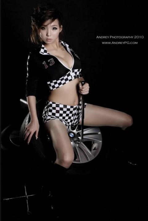 Cô nàng sửa lốp sexy - ảnh 7