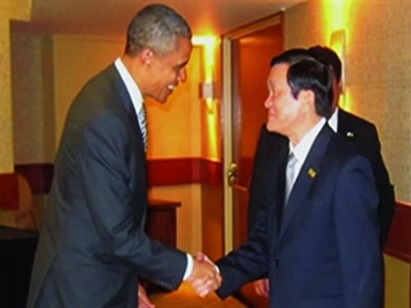 …lên một tầm cao mới? (Tổng thống Obama đón Chủ tịch nước Trương Tấn Sang tại Hội nghị Thượng đỉnh APEC 19 - Nguồn: http://talkvietnam.com)