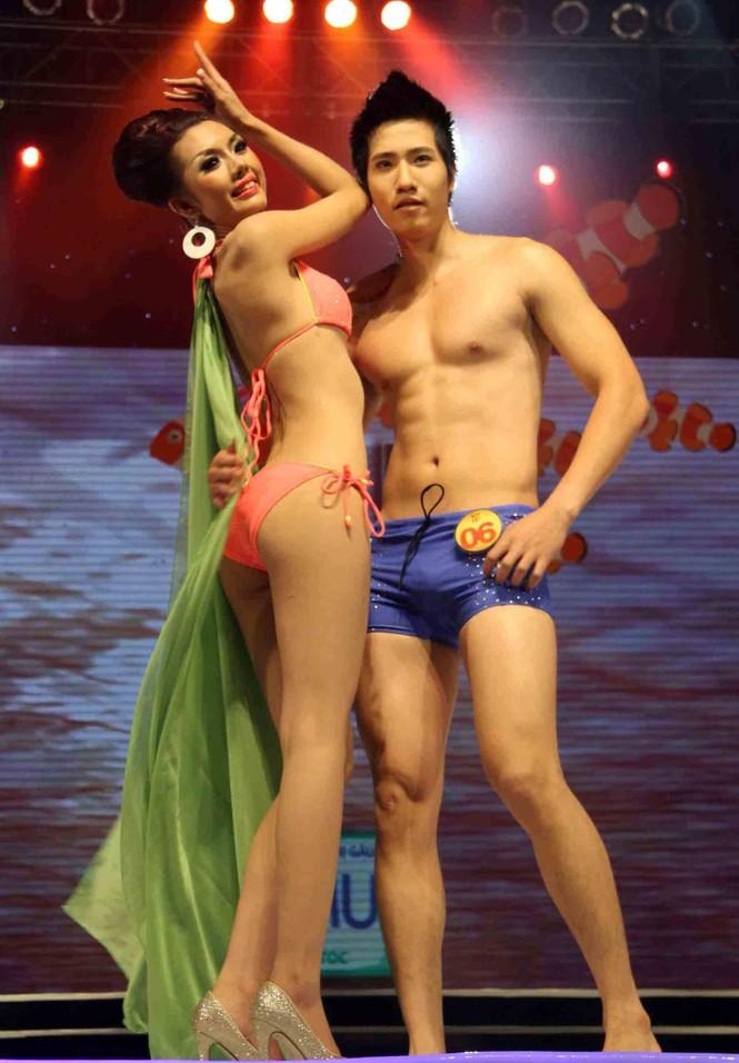Trình diễn Bikini nóng bỏng đêm chung kết Siêu mẫu 2011 - ảnh 7