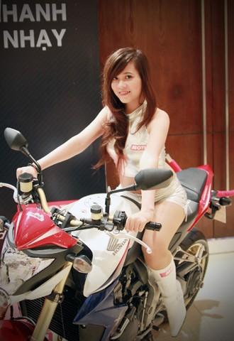 Người đẹp bên Honda CB1000R Tricolour - ảnh 2