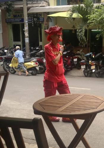 'Dị nhân' bán vé số ở Sài Gòn - ảnh 13